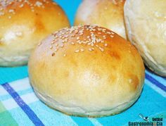 In spanishReceta de pan de hamburguesa. In spanish Mexican Food Recipes, Cookie Recipes, Salty Foods, Pan Dulce, Pan Bread, Our Daily Bread, Food Tasting, Bread And Pastries, Croissants