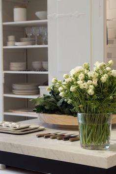 lovely lovely kitchen styling (via Kinfolk) Find more feng shui decor tips: http://FengShui.About.com