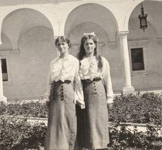 1914 : Olga and Maria at Livadia