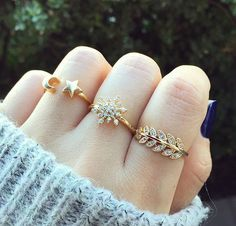 Carat Round Cut Diamond Engagement Ring F for sale online Indian Jewelry Earrings, Fancy Jewellery, Gold Rings Jewelry, Jewelry Design Earrings, Gold Earrings Designs, Hand Jewelry, Stylish Jewelry, Cute Jewelry, Bridal Jewelry