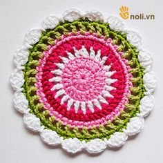 Chart móc túi dâu tây ngọt ngào đốn tim chị em chúng mình Crochet Handbags, Crochet Bags, Crochet Rug Patterns, Doilies, Charts, Diy Crafts, Purses, Blanket, Summer