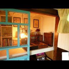 多くの家庭に存在する押入れ。ただ収納するだけじゃつまらない!アッと驚くようなDIYテクでデスクやベッドに変身を遂げてくれます。今回は、驚きの空間収納術で押入れをデスク&ベッドにする方法をご紹介します☆