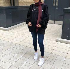 Muslim Fashion 721913015252195395 - Trendy fashion hijab style winter ideas Source by imanebenda Modern Hijab Fashion, Street Hijab Fashion, Hijab Fashion Inspiration, Muslim Fashion, Mode Inspiration, Trendy Fashion, Latest Fashion, Casual Hijab Outfit, Hijab Chic
