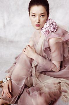 coolchicstylepensiero:  Du Juan by Yin Chao | Vogue China