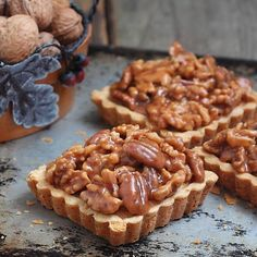Mini nuts pies (tartelettes), a French-style Tarte aux noix is filled with frangipane, salted caramel, and nuts Fun Easy Recipes, Pie Recipes, Sweet Recipes, Köstliche Desserts, Delicious Desserts, Yummy Food, Sweet Pie, Sweet Tarts, Caramel Biscuits