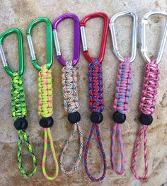 Water bottle holders in paracord Paracord Projects, Paracord Ideas, 550 Paracord, Water Bottle Holders, Water Bottle Crafts, Paracord Bracelets, Knot Bracelets, Survival Bracelets, Macrame Knots