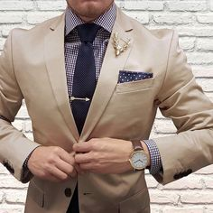 Beige x blue w/ creative accessories • Yay or nay? - Check out: @royal.class.society @royal.class.society - © @thedapperjuan