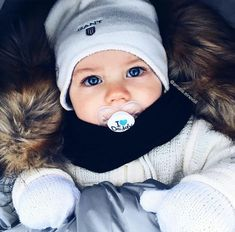 A imagem pode conter: 1 pessoa Cute Little Baby, Baby Kind, Little Babies, Cute Babies, Beautiful Children, Beautiful Babies, Cute Baby Pictures, Baby Fever, Kids And Parenting