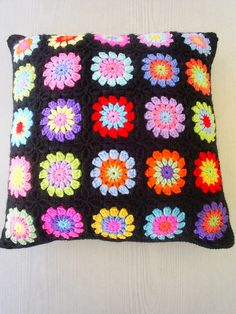 rainbow circle in a square cushion cover by riavandermeulen, via Flickr