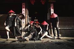 Bộ ảnh kỷ yếu kỳ lạ chụp trong 8 tiếng của sinh viên Hà Nội - Thời Báo Ulzzang Couple, Ulzzang Girl, Best Friend Photos, Best Friends, Squad Pictures, Group Poses, Team Avatar, Teen, Photography
