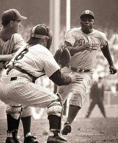 Jackie Robinson stealing home against Yogi Berra in the Dodgers-Yank's WS But Football, Dodgers Baseball, Sports Baseball, Baseball Players, Baseball Cards, Mlb Players, Baseball Scoreboard, Baseball Wall, Baseball Equipment