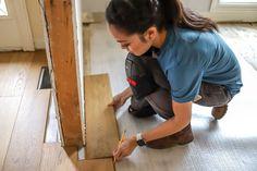 How to install click lock hardwood floors Laying Hardwood Floors, Installing Hardwood Floors, Engineered Hardwood Flooring, Custom Home Builders, Custom Homes, Floor Outlets, Washing Windows, Door Casing, Office Makeover