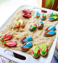 Check out these frosted Nutter Butters made to look like Flip Flops!  So neat!  Re-pin and click here and you could WIN you own set of Flip Flops from WomanFreebies!  http://womanfreebies.com/sweepstakes/womanfreebies-sweepstakes/flip-flop-giveaway/?flipflopcookies  *Expires March 20, 2013*