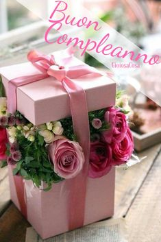 Boxed up flowers flower for birthday, flowers birthday bouquet, birthday flower arrangements, happy Hat Box Flowers, Flower Box Gift, Flower Boxes, Table Flowers, Gift Flowers, Deco Floral, Flower Centerpieces, Birthday Flower Arrangements, Centerpiece Ideas