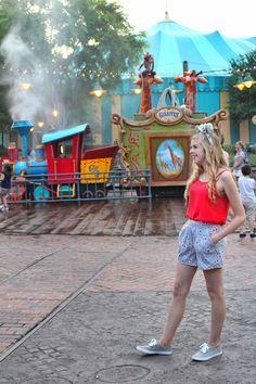 WDW Photo Spots | Walt Disney World | Storybook Circus Pics | Walt Disney World Photo Ideas | Disney Pictures | Disney Blogger Pics | Disney Outfit Ideas | Instagram Pic Ideas in Disney | Disney Instagram Photos | @kaitkillebrew