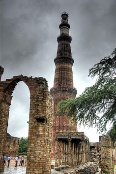 Builded in with 72 meters high was the highest building in the world. New Delhi, Delhi India, Delhi City, 1 Day Trip, High Building, Day Tours, Incredible India, The Incredibles, Poses