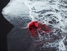 O fotógrafo e artista Bertil Nilsson elevou o conceito da natureza utilizando dançarinos nus em um deslumbrante ensaio intitulado Naturally....