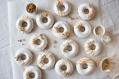 Oven baked donuts with white glaze and gold - Copenhagen Cakes Wedding Donuts, Wedding Desserts, Wedding Fun, Wedding Cake, Dream Wedding, Wedding Ideas, White Glaze Recipe, Donut Glaze Recipes, Copenhagen Cake