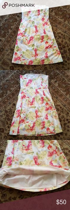J. Crew Floral Strapless Sundress w/Pockets Very cute strapless sundress, perfect for summer events such as graduation, picnics, brunch, etc.  Also comes with pockets, which are a huge bonus.  Worn once, then dry cleaned!  Feel free to bundle and/or make an offer! J. Crew Factory Dresses Strapless