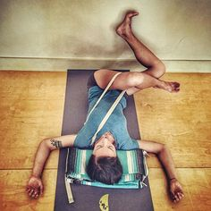 ✨Part two✨ Roll to the outer edge of the foot at the wall and take the knees away from the strapped shoulder. Enjoy  #tryiyengar #iyengaryoga #yogaforcyclists #yoga #yogainspiration #yogadaily #hipopeners #yogaforhips