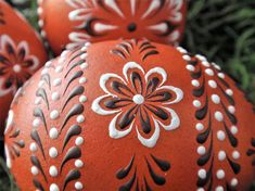This is a set of three chicken eggs colored in natural, traditional process - onion skin dye. They are hand decorated with brown and white wax. To create the eggs, I use the pinhead method also known as the drop-and-pull pinhead method. In this method, mostly used in Poland, the Czech