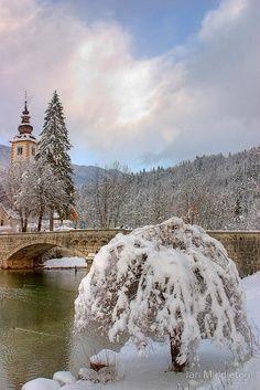 Slovenia  http://www.slovenika.pl/