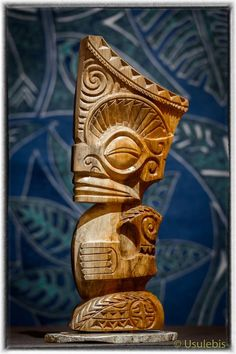 Sculpture Tiki en bois style Marquisien in 2020 Tiki Hawaii, Hawaiian Tiki, Modern Sculpture, Wood Sculpture, Tiki Maske, Tiki Lights, Tiki Statues, Tiki Art, Tiki Tiki