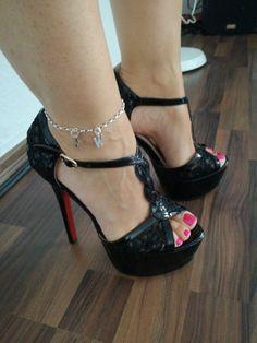 Thigh High Heels, Hot High Heels, Platform High Heels, High Heels Stilettos, Pantyhose Heels, Gorgeous Heels, Stiletto Shoes, Spike Heels, Women's Feet