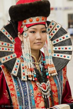 Traditional costume in the world | Traditional costumes of the world – art and color