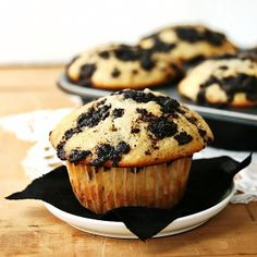 Fluffy, cake-like Oreo Muffins with a chocolate Oreo streusel that caramelizes in the oven. Mmmmm.