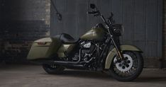 Harley-Davidson motorcycles does what it does best: Riffs on a classic to make the 2017.5 Road King Special.