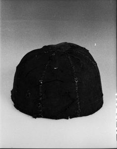Textile kalott (cap) found at Nore prestegård church, dated to the middle ages. No further information seems to be given about it? Museum : Kulturhistorisk museum, Oslo, MuseumNo : C32377a