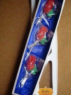 Caja con tres rosas de chocolate para el día de la Madre!! Regalo.