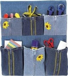 Free sewing pattern to make a recycled denim organizer using three pairs of legs from old blue jeans. Diy Jeans, Jean Crafts, Denim Crafts, Sewing Patterns Free, Free Sewing, Pocket Craft, Denim Ideas, Recycled Denim, Upcycle