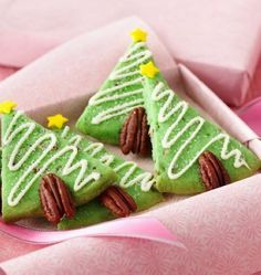 Yummy Christmas Tree Sugar Cookies, Christmas Tree Cookies Recipes, Green Christmas Tree Cookies #christmas #tree #cookies www.loveitsomuch.com