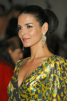 Angie Harmon Texas Muse how does she stay so hot?