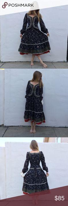 Gunne Sax vintage renaissance dress Vintage gunne sax by Jessica San Francisco for renaissance long sleeve floral dress with hem at waist. Modeled on size 0, xs top, and 34A. Gunne Sax Dresses Long Sleeve