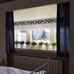 @beguldan.com @nurselin.evi Banu Hn'in villasinda misafir odasi perdemiz . Misafirleri çok şanslı .Odalari cok güzel bir bahçeye bakıyor. Window Panels, Window Coverings, Window Treatments, Green Curtains, Valance Curtains, Bedroom Red, Bedroom Decor, Curtain Bangs, Rustic Curtains