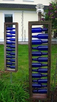 Yard art - Different form of bottle tree. Great blue accents for garden or on backside of garage Blue Bottle, Bottle Art, Diy Bottle, Blue Glass Bottles, Cobalt Glass, Garden Crafts, Garden Projects, Yard Art Crafts, Diy Crafts