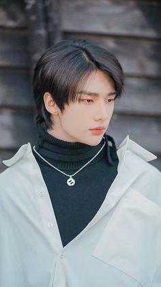 Stray Kids Seungmin, Felix Stray Kids, Beautiful Boys, Pretty Boys, Ullzang Boys, K Drama, Idole, Kids Wallpaper, Wallpaper Lockscreen