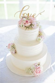 Rustic Wedding White, pink and gold wedding cake idea - three-tier white wedding cake with pink roses + gold LOVE modern calligraphy cake topper {Willow Noavi Photography} Our Wedding, Dream Wedding, Trendy Wedding, Wedding Tips, Cake Wedding, Wedding Topper, White Wedding Cakes, Wedding Ceremony, Wedding Venues