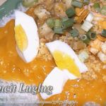 Pancit luglug is I think a Kapampangan version of pancit palabok. A saucy noodle dish mixed with luglug sauce and topped with sliced pork and shrimp, garnished Crab Dishes, Pork Dishes, Seafood Dishes, Eating Vegetables, Chicken And Vegetables, Flip Recipe, Gizzards Recipe, Recipes