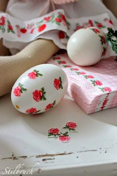 The Beehive Cottage: Decorated Easter Eggs!