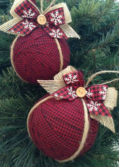 Ornaments / Christmas Fabric Ornaments / Xmas Tree Ornaments / Red - Black - Burlap Xmas Ornaments / Set of 2 / Rustic Xmas… (Diy Ornaments Rustic) Rustic Christmas Ornaments, Country Christmas Decorations, Diy Christmas Ornaments, Christmas Projects, Xmas Decorations, Christmas Crafts, Ornaments Ideas, Fabric Ornaments, Christmas Ideas