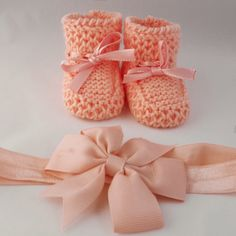 Gift box -knitted baby booties- Peachy Peach