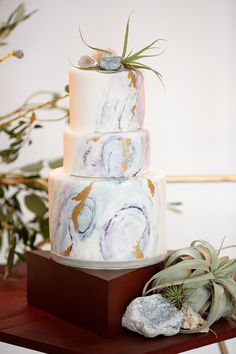 modern marbled wedding cake - photo by Mon et Mine http://ruffledblog.com/geometric-abstracts-wedding-ideas