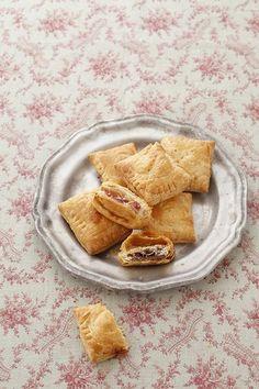 ラビオリ風のパイ包みは、チョコレートやドライフルーツなど、お好みの具を楽しんで!/ガレット・デ・ロワとパイシートのおやつ(「はんど&はあと」2013年1月号)