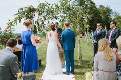 Lebensfrohe Sommerhochzeit auf dem Weingut Holler @Thomas Steibl Photography  http://www.hochzeitswahn.de/inspirationen/lebensfrohe-sommerhochzeit-auf-dem-weingut-holler/ #wedding #mariage #ceremony