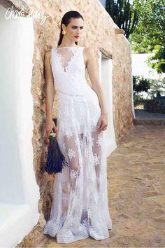 Brilla llena de elegancia y sensualidad en tu gran día con la colección Bride light de Novias by Charo Ruiz   Ref. 42607 VESTIDO ESCOTE PICO  www.charoruiz.com