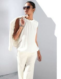 Top in a sleeveless blouson shape. Madeleine Fashion, Trends, Pure Silk, Ruffle Blouse, Pure Products, Silk Wool, White White, Sleeves, How To Wear